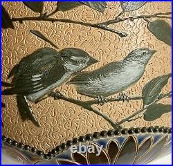 Antique Florence Barlow Doulton Lambeth Stoneware Pate sur Pate Bird Jardiniere